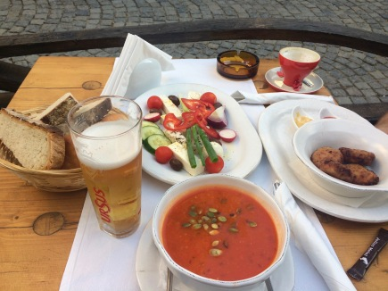 Restaurant Lacrimi și Sfinți, Bucharest